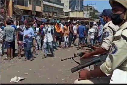 सूरत में पुलिस और प्रवासी मजदूरों में हुई झड़प, पुलिस ने किया लाठीचार्ज