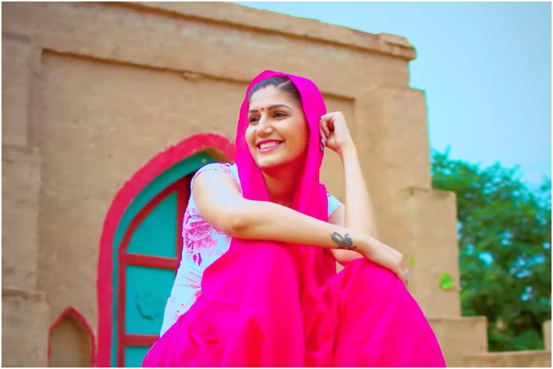 Sapna Choudhary Video Songs: लॉकडाउन के बीच सपना चौधरी इस हरयाणवी गाने पर जबरजस्त डांस मूव्स करते आयीं नजर