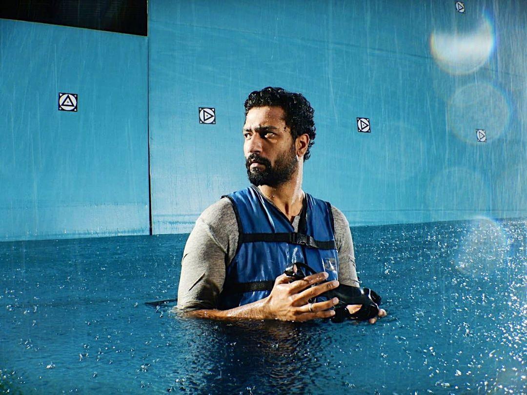 विक्की कौशल को Hydrophobic है जिसकी वजह से वो स्विमिंग नहीं सीख पाए हैं!