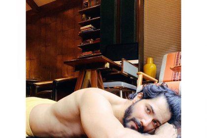 Varun Dhawan Photos: वरुण धवन ने शेयर की शर्टलेस तस्वीर, डिनो मोरिया ने पूछा ये सवाल!