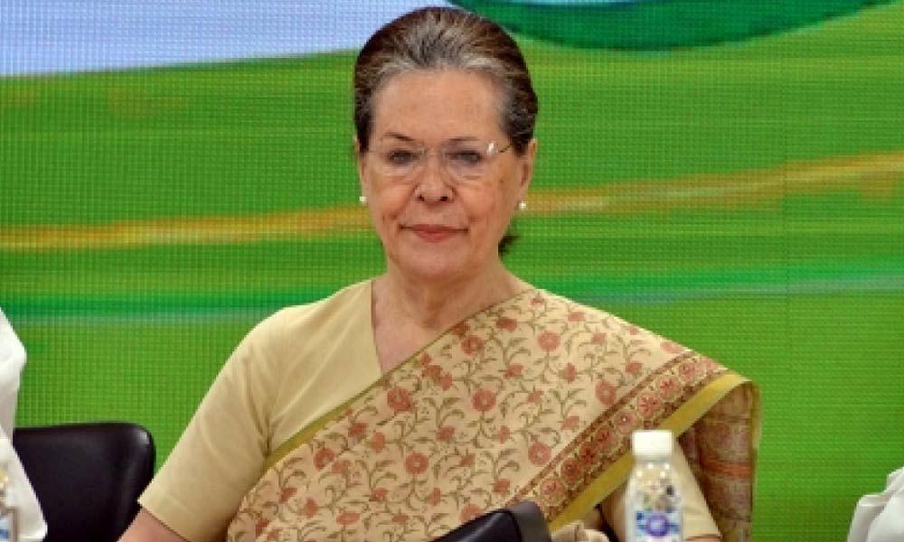 कांग्रेस अध्यक्ष सोनिया गांधी ने पेट्रोल-डीजल की बढ़ी कीमतों को लेकर मोदी सरकार पर साधा निशाना
