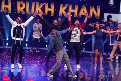 28 Years Of Shah Rukh Khan: किंग खान की बाहों के दीवाने लाखों, देखिए तस्वीरें