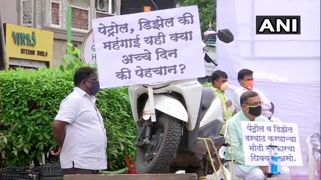 Petrol and Diesel Price Hike: पेट्रोल और डीजल के कीमत बढ़ने से दिल्ली सहित अन्य राज्यों में विरोध प्रदर्शन