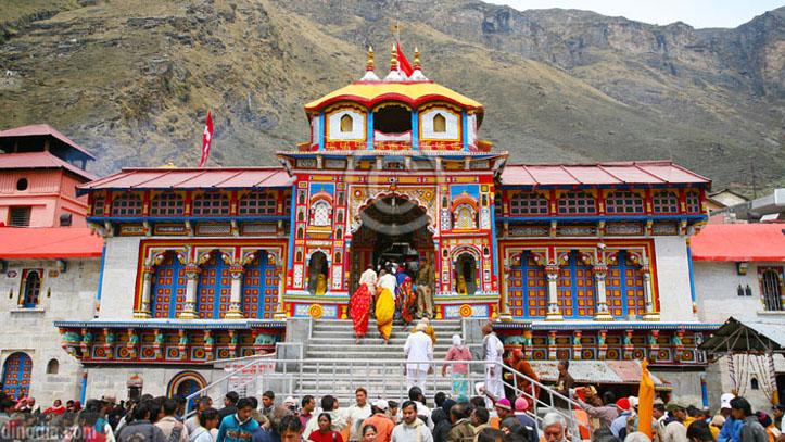 बद्रीनाथ मंदिर प्रशासन जुटा तैयारियों में, सोशल डिस्टन्सिंग का पालन करते हुए जल्द चालू होगा मंदिर