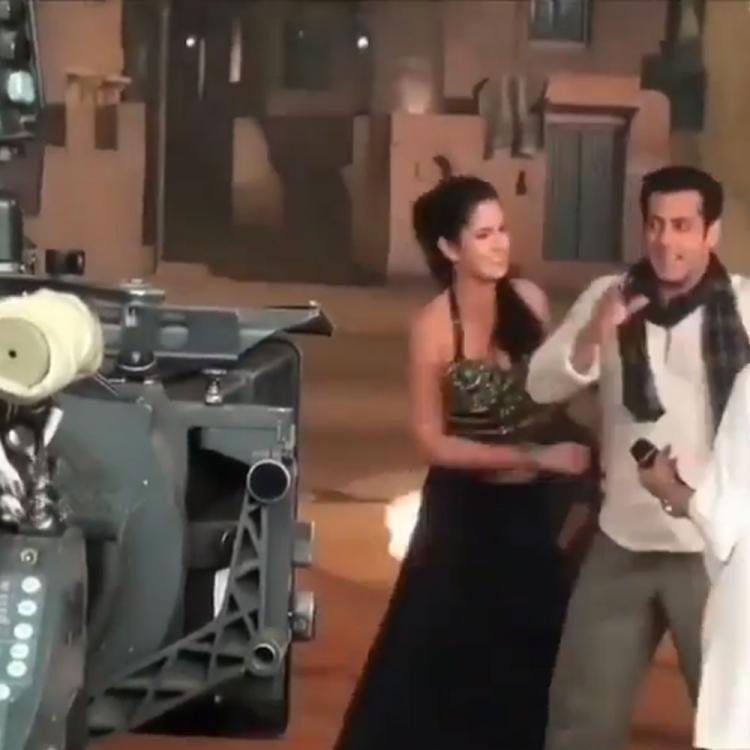 'एक था टाइगर' के सेट पर सलमान खान और कटरीना कैफ कर रहे हैं मस्ती, थ्रोबैक वीडियो हुआ वायरल