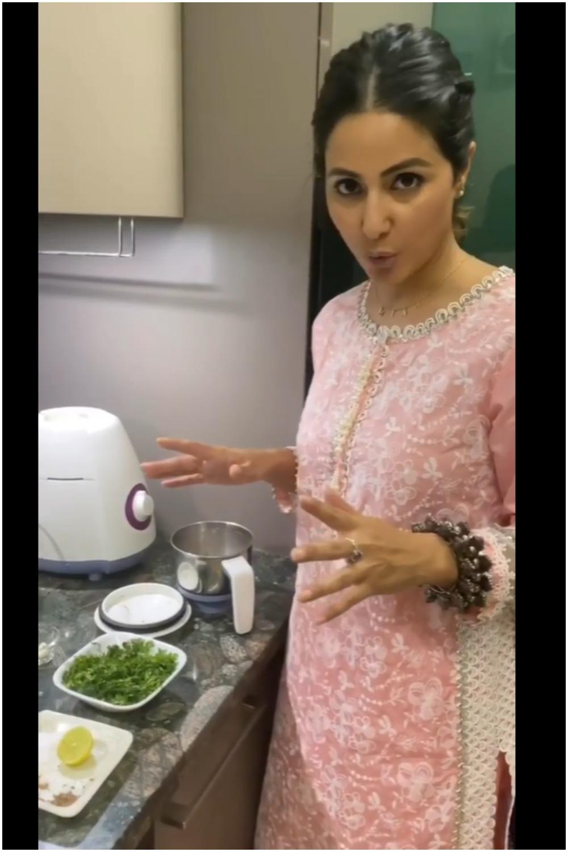 घर पर रहकर हिना खान बना रहीं है तरह-तरह के डिशेज, बिरयानी के साथ खाने के लिए बनायीं पुदीने की चटनी