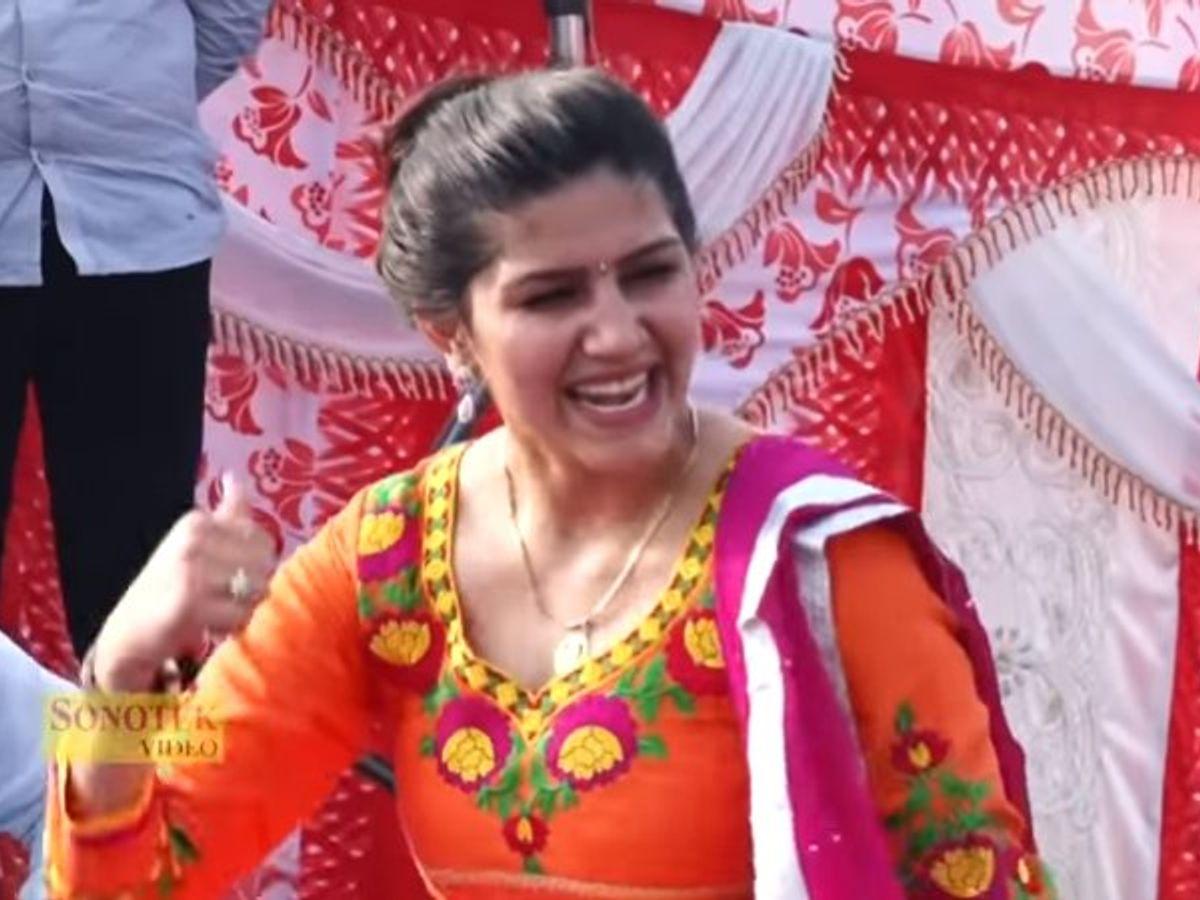 Sapna Choudhary Songs: सपना चौधरी ने हरयाणवी गाना 'रसगुल्ला खवा दे' पर की जबरजस्त डांस, देखे वीडियो