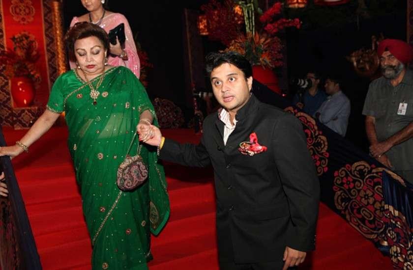 BJP नेता ज्योतिरादित्य सिंधिया और उनकी मां की रिपोर्ट कोरोना पॉजिटिव, अब दिल्ली के अस्पताल में एडमिट
