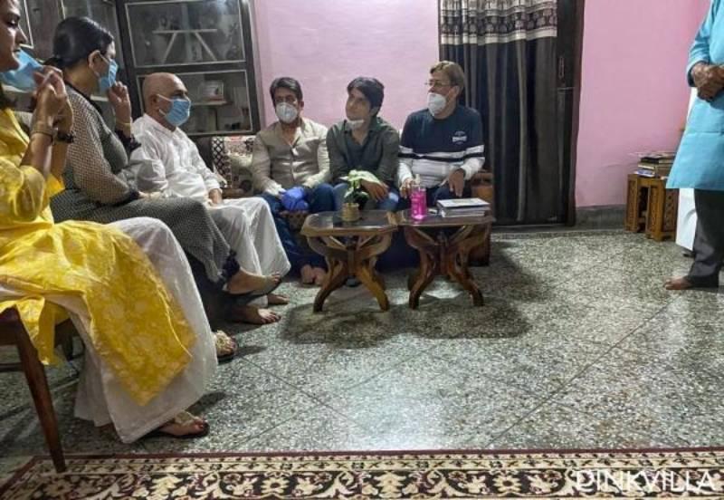 सुशांत सिंह राजपूत के परिवार से मिले शेखर सुमन, कहा-'सुशांत सुसाइड मामले में बातें साफ़ होने के लिए CBI जांच…'