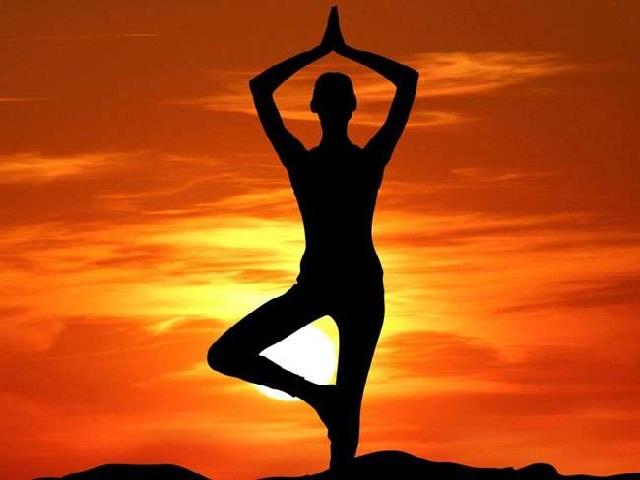 International Yoga Day 2020 Wishes: इंटरनेशनल योगा दिवस पर ये मैसेज भेजकर अपने परिजनों को दीजिये शुभकामनाएं