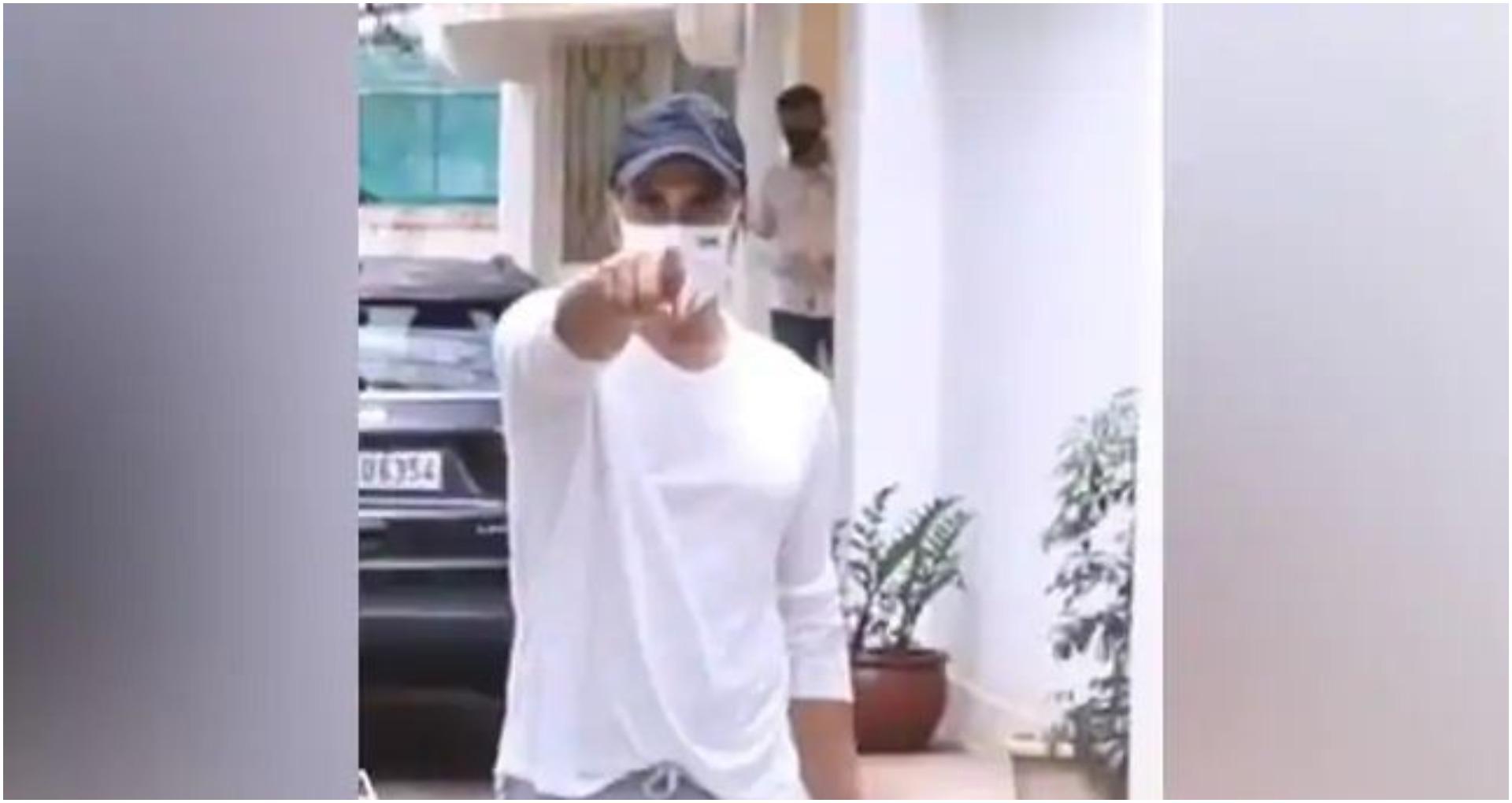 फोटोग्राफर्स के मुंह से हट गया मास्क तो भड़क गए अक्षय कुमार, कहा- नाक पे लगा… देखें Video