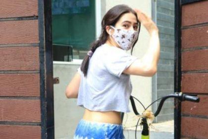 सारा अली खान कानों में हेडफ़ोन्स और मुहं पर मास्क लगाए निकलीं साइकिल राइड पर, देखिये तस्वीरें