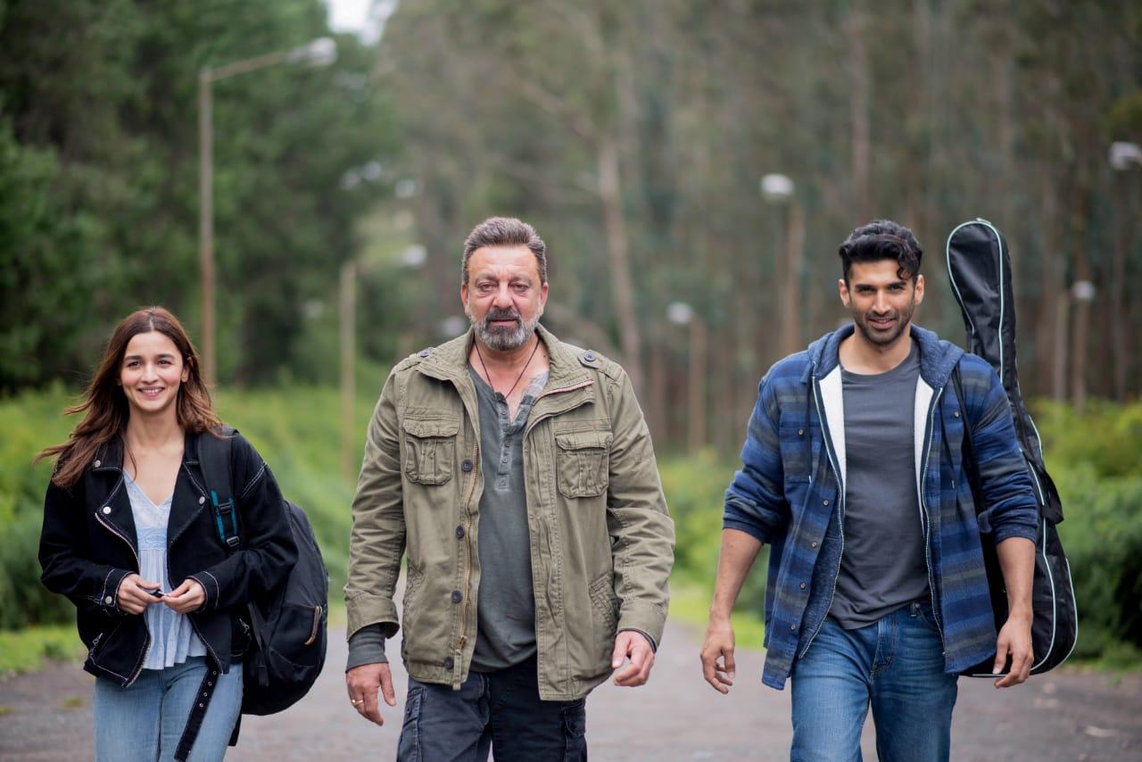 सड़क 2 महेश भट्ट द्वारा निर्देशित और मुकेश भट्ट द्वारा उनके बैनर विशेश फिल्म्स के तहत निर्मित एक आगामी भारतीय फिल्म है। फिल्म 1991 की फिल्म सड़क की अगली कड़ी है। सीक्वल में संजय दत्त, पूजा भट्ट, आलिया भट्ट और आदित्य रॉय कपूर हैं। फिल्म में महेश भट्ट की 20 साल बाद निर्देशक के रूप में वापसी है।