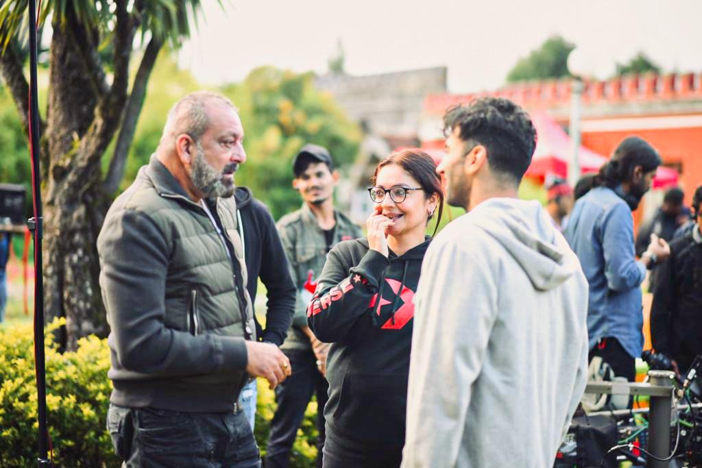 प्रमुख फोटोग्राफी 18 मई 2019 को शुरू हुई।19 मई 2019 को, मकरंद देशपांडे को फिल्म में मुख्य प्रतिद्वंद्वी की भूमिका निभाने की पुष्टि हुई। आलिया भट्ट 21 मई 2019 से फिल्म में शामिल हुईं। [9] फिल्म का पहला शेड्यूल मई के तीसरे सप्ताह में मुंबई में पूरा हुआ। दूसरा कार्यक्रम ऊटी में जुलाई 2019 के मध्य में शुरू हुआ।
