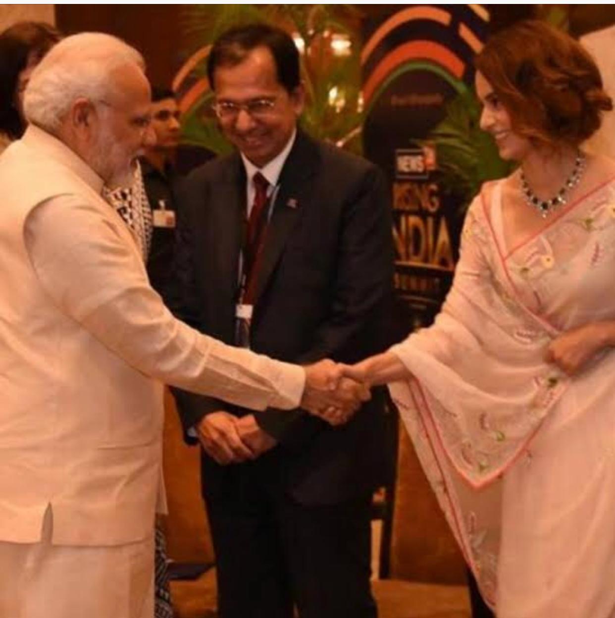 जन्मदिन मुबारक हो, नरेंद्र मोदी! भारतीय प्रधान मंत्री नरेंद्र दामोदर मोदी आज 70 वर्ष के हो गए हैं और देश उनके लिए ट्वीट, पोस्ट और अन्य रास्तों से उन्हें जन्मदिन की हार्दिक बधाई दे रहा है।अंतरराष्ट्रीय राजनेताओं से लेकर खेल सितारों तक, हर कोई सोशल मीडिया पर जन्मदिन की शुभकामनाएं भेज रहा है। प्रधानमंत्री ने राष्ट्र के लिए महालया की भी कामना की। उन्होंने ट्वीट किया,