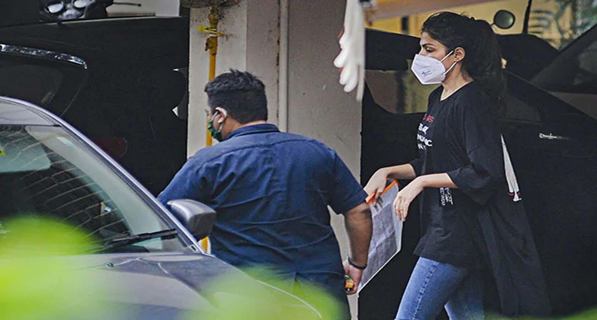 रिया चक्रवर्ती गिरफ्तार, एक्ट्रेस ने NCB के सामने कुबूली ड्रग्स लेने की बात