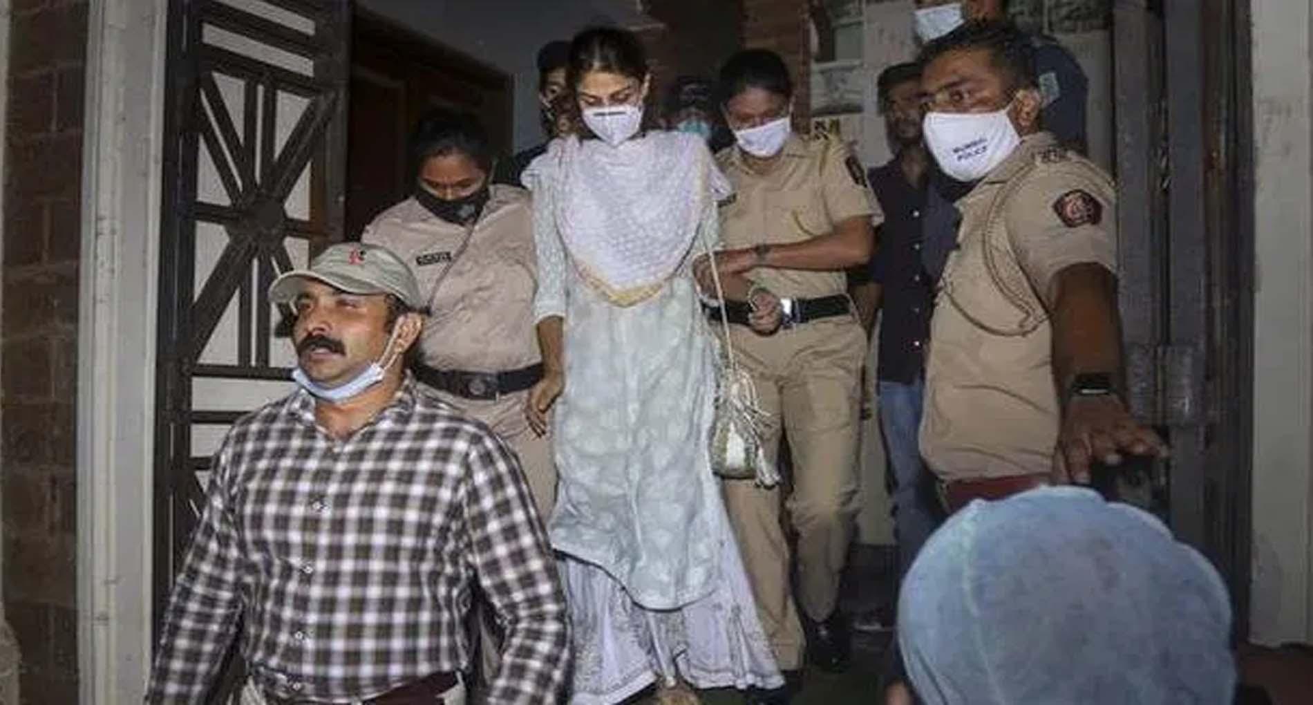 Sushant Case: रिया चक्रवर्ती से NCB की पूछताछ जारी, गिरफ़्तारी की तलवार लटकी!