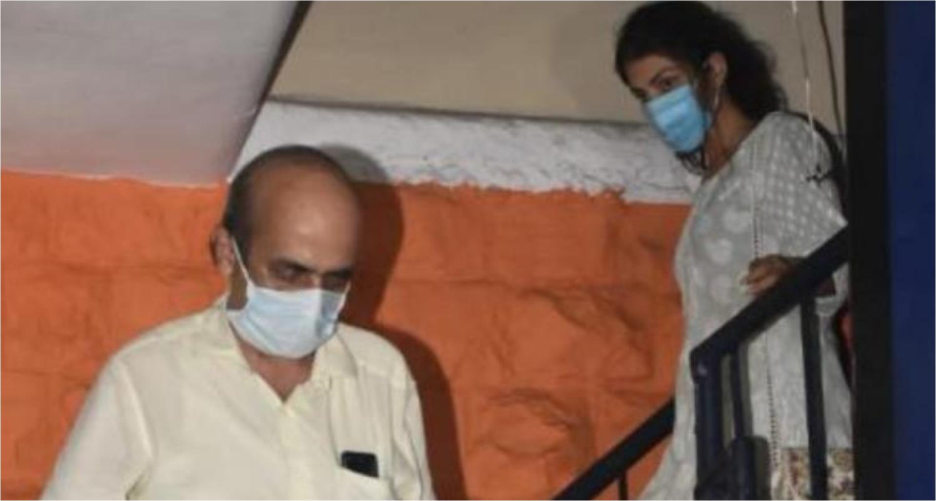सुशांत सिंह राजपूत केस: ड्रग एंगल में सामने आया रिया चक्रवर्ती के 'डैड' का नाम, सबूत है शौविक के टेक्स्ट!