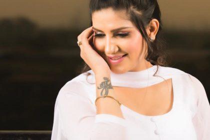 सपना चौधरी ने राहत इंदौरी की लिखी ये लाइन्स पर बनाया वीडियो, कहा 'कुछ तो लोग कहेंगे!'