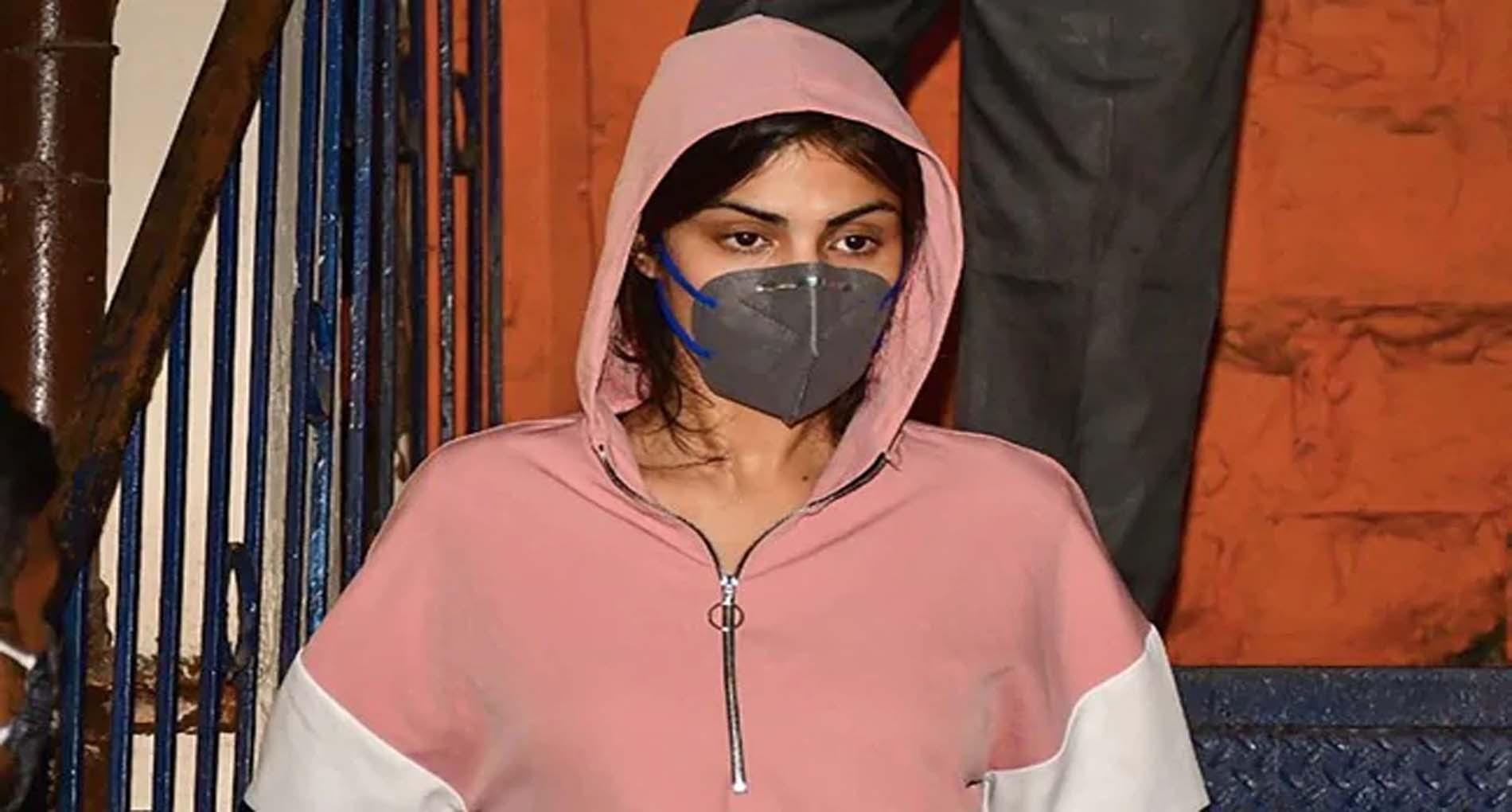 सुशांत केस: रिया चक्रवर्ती के वकील का बड़ा बयान, कहा-CBI को देंगे फर्जी दावा करने वालों की लिस्ट