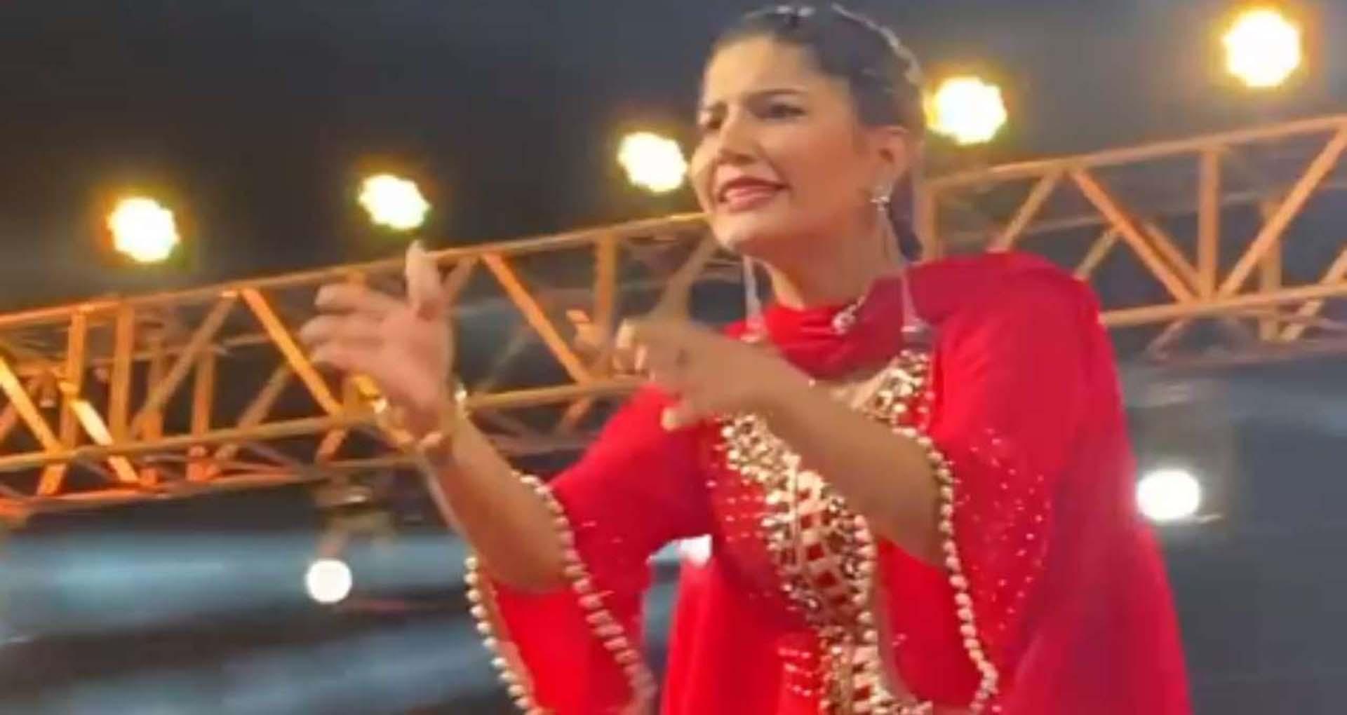 Sapna Choudhary Dance Video: सपना चौधरी ने 'चतेक' गाने पर लगाए जोरदार ठुमके! देखें वीडियो