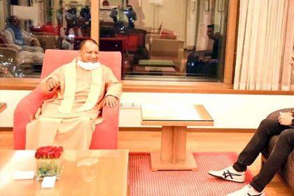 अक्षय कुमार ने की CM योगी आदित्यनाथ से मुलाकात, तस्वीर सोशल मीडिया पर हुई वायरल