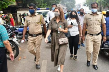 इस वजह से सुज़ैन खान दिखीं बांद्रा पुलिस स्टेशन, तस्वीरों के साथ जानिये वजह!