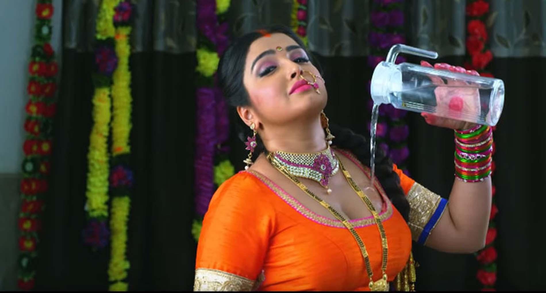 Aamrapali Dubey: जब आम्रपाली दुबे बनी मुन्नी बाई नौटंकीवाली, सीन देख हंसते हंसते पागल हुए फैंस