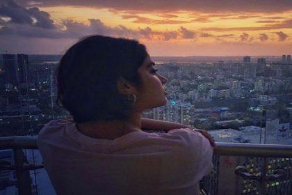 Janhvi Kapoor Photos: जाह्नवी कपूर ने शेयर कीं खूबसूरत फोटोज! ले रही हैं सनसेट का मजा