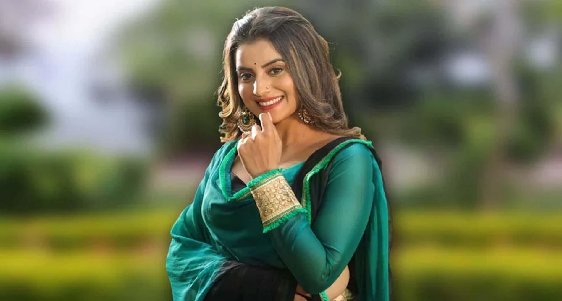 भोजपुरी एक्ट्रेस अक्षरा सिंह का नया गाना 'मेरी वफा' रिलीज के साथ ही वायरल!