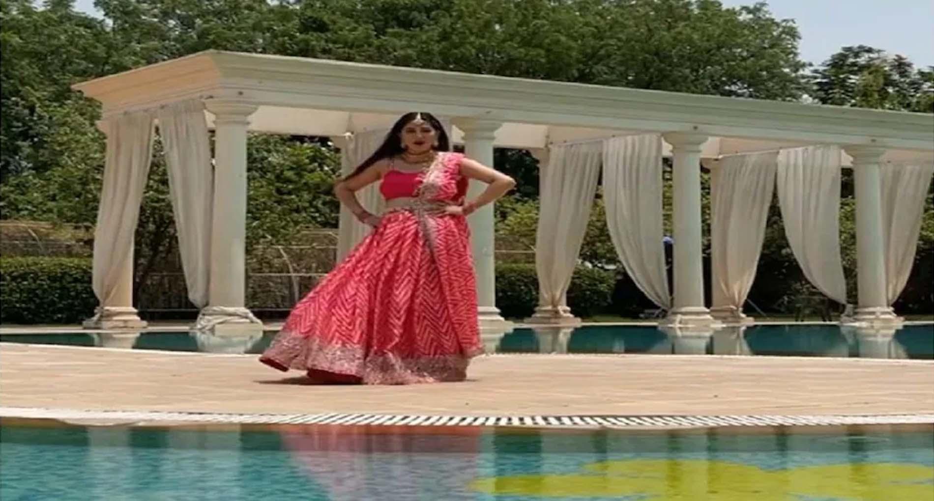 Sapna Chaudhary Dance: सपना चौधरी ने लहंगा पहन स्विमिंग पूल किनारे लगाए ठुमके! वायरल हुआ वीडियो