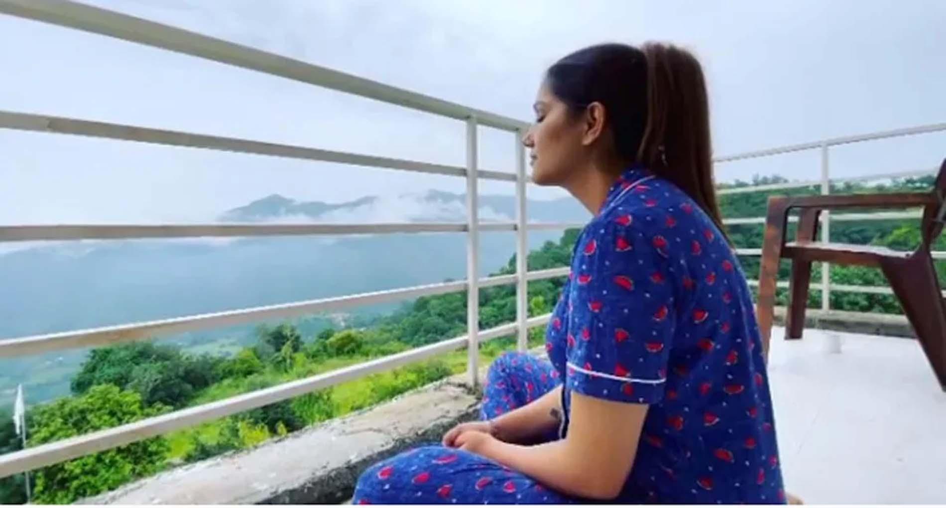 कुछ इस अंदाज में रिलेक्स करती दिखीं सपना चौधरी! देसी क्वीन ने शेयर किया वीडियो