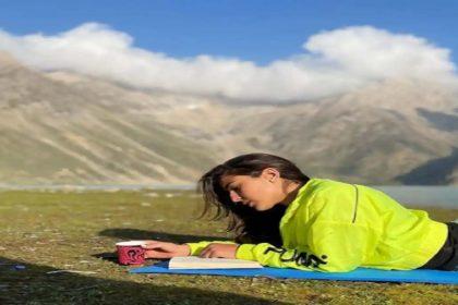 कश्मीर की खूबसूरत वादियों का लुत्फ उठा रही हैं सारा अली खान! देखें तस्वीरें